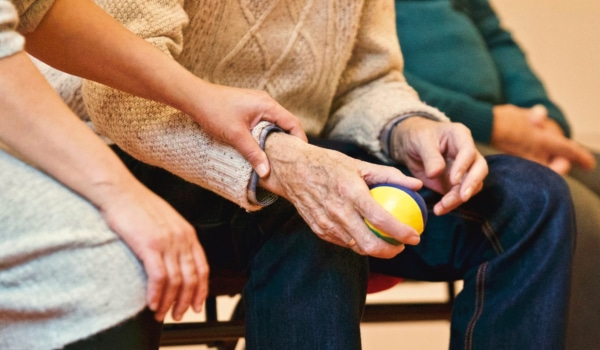 Downsizing, Senior-Style: Resources, Discounts, and Tips to Help Your Elders Downsize