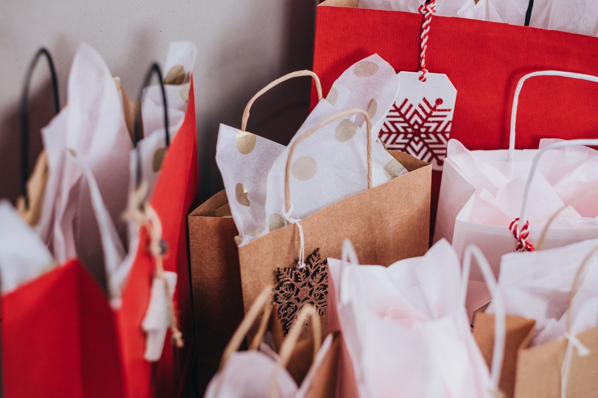 Influencers: How to Earn More by Creating Gift Guides & Product Roundup Reviews